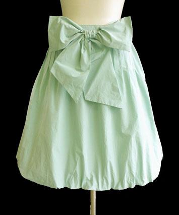 王道、タフタバルーンスカートが発売されています